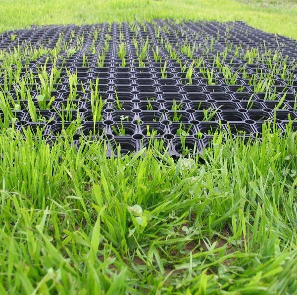Zatrávňovacie rohože - aby ste nemali blato pod hojdačkami